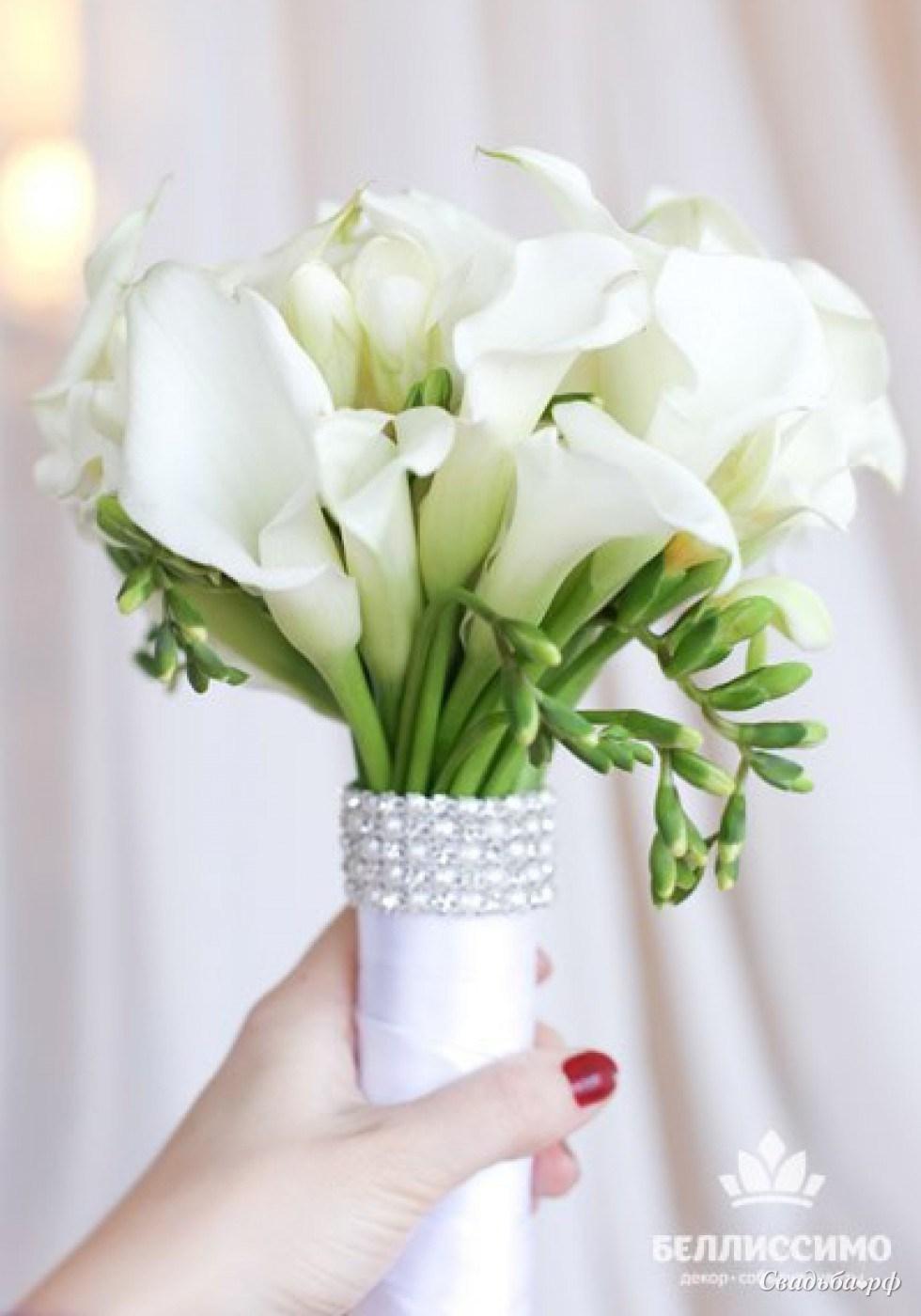 Букетов, свадебный букет круглый с каллами